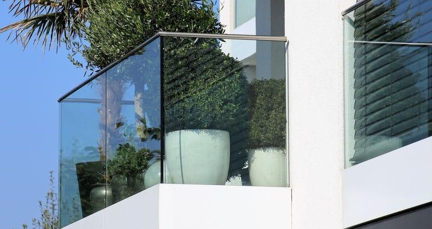 Le garde-corps en verre : dans quel cas son installation est importante?