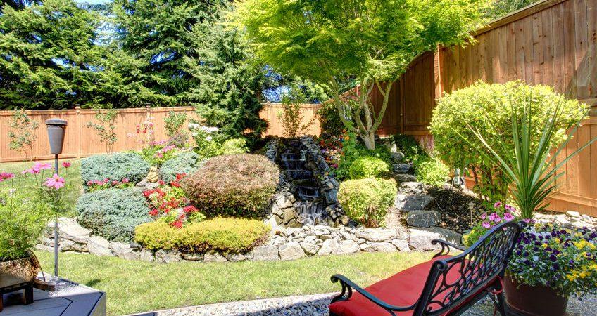 Comment bien choisir la clôture et le portillon pour protéger son jardin?