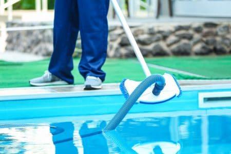 Entretien piscine: pourquoi solliciter les services d'un professionnel?